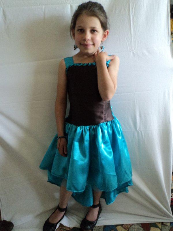 création d'une robe de cérémonie  pour ma petite-fille