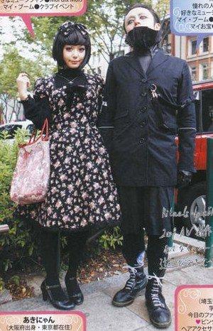 Street Snap Gothic pair look #21