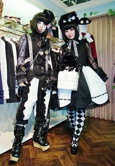 Street Snap Gothic pair look #24