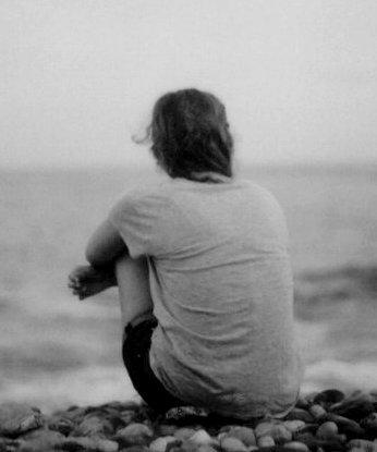 Seul sur le sable les yeux dans l'eau, mon rêve était trop beau.