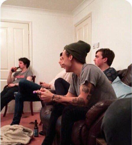 Harry qui a joué à FIFA récemment.