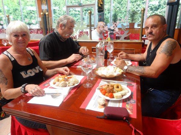 petit repas entre amis......superbe journée oula la il a fait très chaud