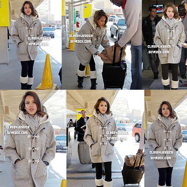 i__~ 6 Février : Jessica était à l'aéroport de Dallas  . Jessica était magnifique , & sublime ^^ + J'adore sa tenue .  Tu l'as trouve comment ?  __i
