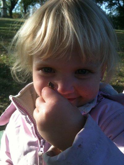 ma princesse et sa sauterelle mdr on dirait quelle va la manger des barres