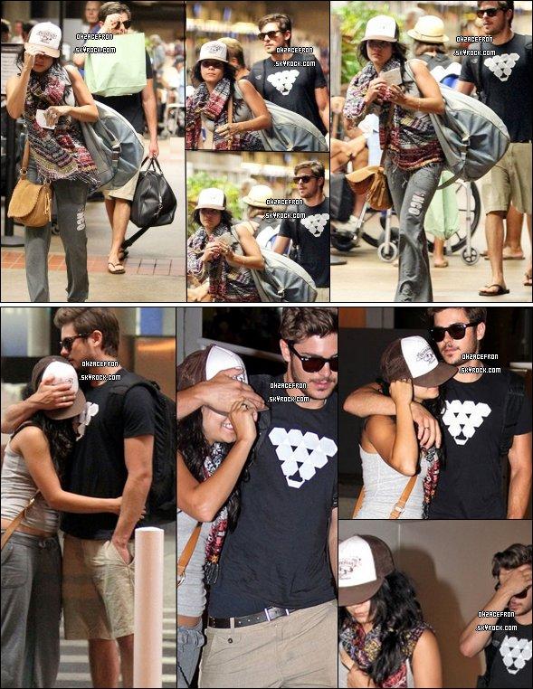 ------- 25.08.10 |  Fini les vacances ! Zanessa quittant Maui (Hawaii), sont à l'aéroport direction Los-Angeles ! --Plus tard | Les amoureux plus complicent que jamais, arrivent à LAX (L.A) bras-dessus, bras-dessous.-------