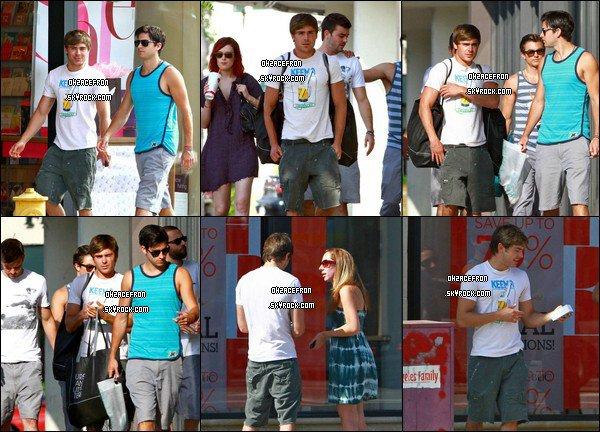 -------  04.07.11 | Zac Efron a passé sa journée en compagnie de quelques amis sur une plage de Malibu (CA).-------