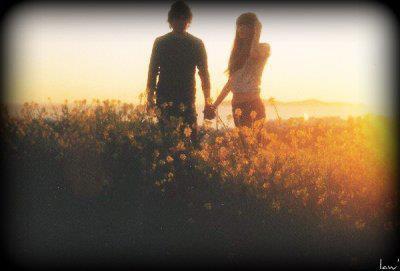 Dis lui que je ne l'aime plus, dis lui que je ne l'ai jamais aimé, dis lui que je ne veux plus le voir, dis lui qu'il ne me manque pas, mais ne lui dis pas que je t'ai dis tout ça en pleurant..
