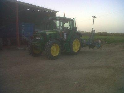 le 6330 avec le semoir a maïs