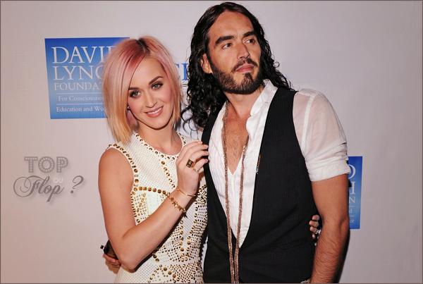 """Katy Perry et Russell Brand étaient au 3ème annuel de """"Change Begins Within"""" à Los Angeles le 3 décembre dernier. La chanteuse en a profité pour nous montrer sa nouvelle coiffure. On aime (ou pas) !"""