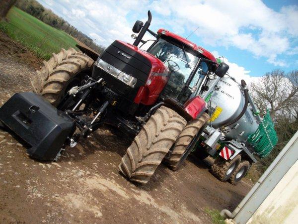 Voilà la nouvelle tonne joskin et le nouveaux tracteurs de cette  cuma