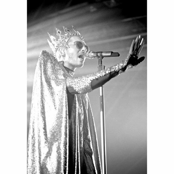 Bill instagram : 👑👑👑👑👑 #feelitallworldtour #marcomarco @marcosquared