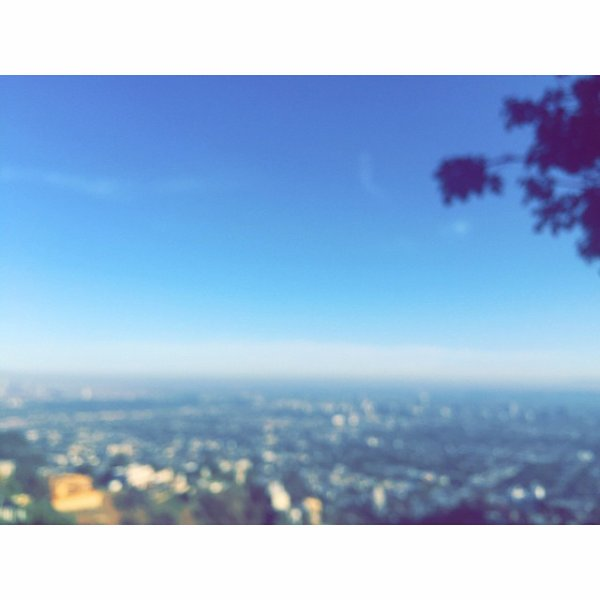 Bill instagram :  Où le ciel est bleu #retour à la maison #LA.  where the skies are blue #backhome #LA