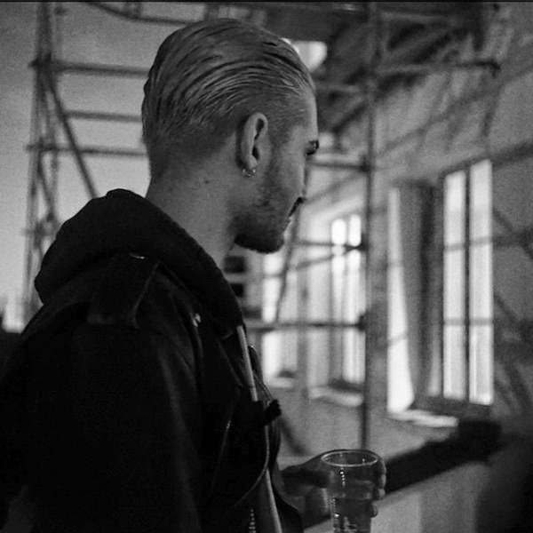 [NEW (OLD) PIC] Bill Kaulitz at 'Feel It ll World Tour' Backstage [March 2015]