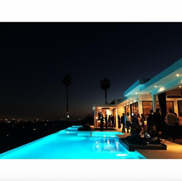 Bill instagram : viewing party 💪🏼👊🏻💥😲 #letsgo