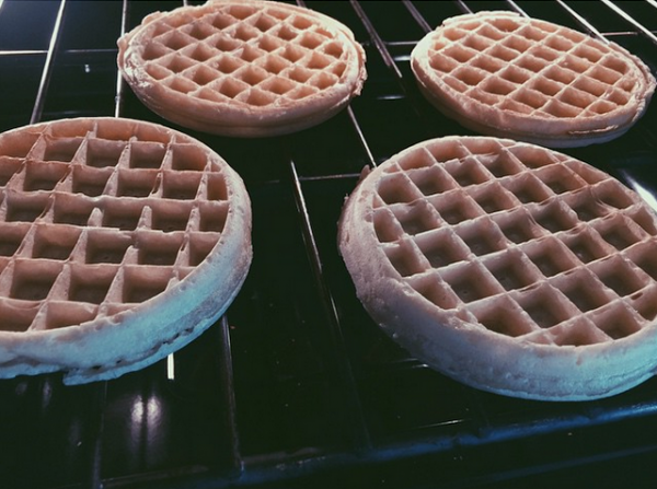Bill instagram : morning needs #waffles