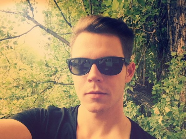 Georg instagram : 😎profitez de#votre week-end tout le monde!#samedi#selfie.       😎 Enjoy your #weekend everyone! #saturday #selfie