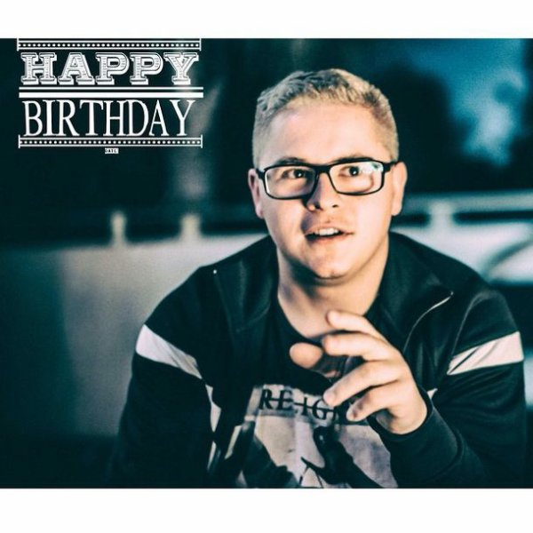 Un joyeux anniversaire à Gustav ! 27 ans aujourd'hui !!