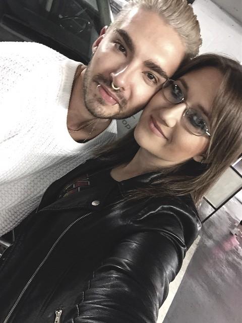 Bill avec Sarah et une fan le 14 juillet 2015 Los Angeles backstage