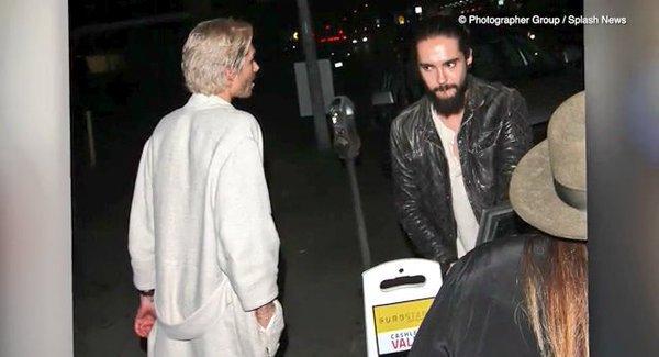 Bill et Tom dans les rues de Los Angeles le 20 mars 2016 ! Bill en peignoir très sexy !