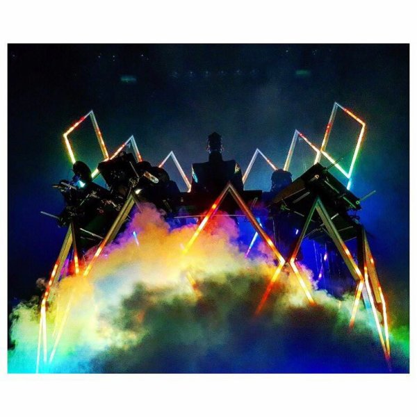 Bill instagram : Un dernier atterrissage en Europe ce soir #varsovie #dreammachinetour