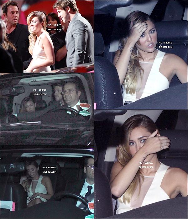 11/01/12 - Miley et son n'amoureux Liam arrivant à la cérémonie des « People's Choice Awards » à Los Angeles.