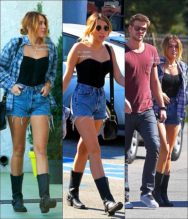 03/02/12 - Miley Cyrus est allée au « Studio Cafe » avec son chéri Liam à Studio City, Californie.  Non, non vous n'allez pas mal, c'était bien le 3 février. Croyez vous qu'elle à déjà vu la neige une fois dans sa vie ?