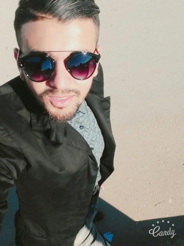 Yehdar li bgha yahdar ...yjib Camera w Yssawer ^^