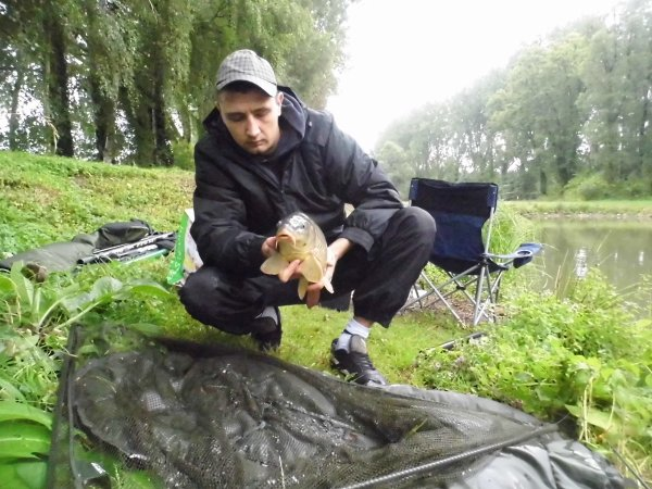 petite pèche rapide a la canne au étang de la gite a wavrin avec mimi