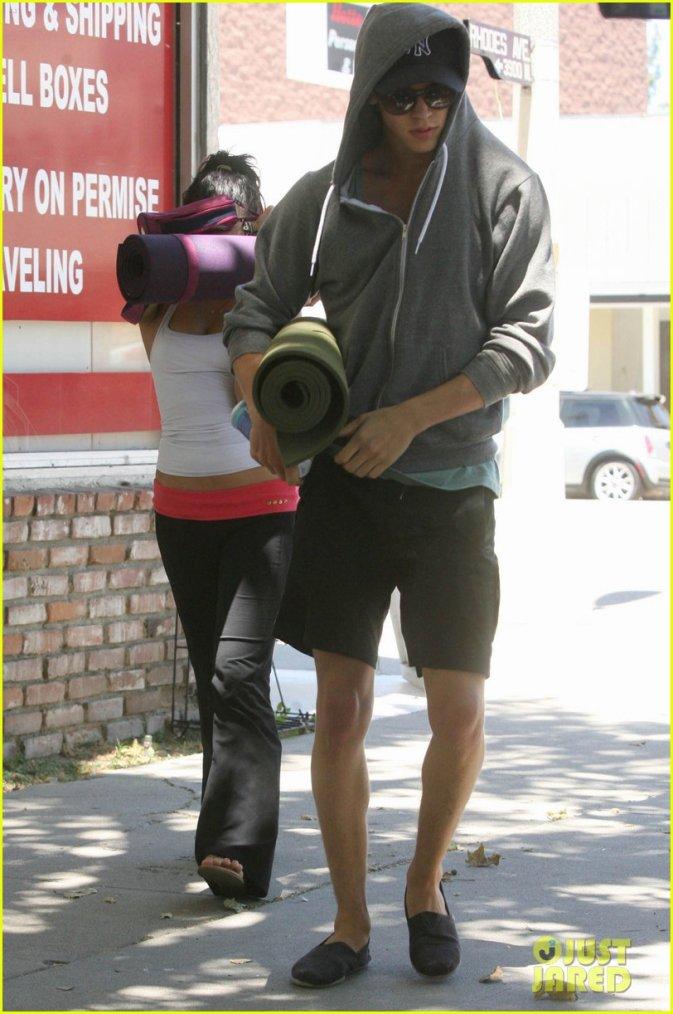 Vaustin se rendant comme habituellement  à un cour de YOGA 27/06/2012