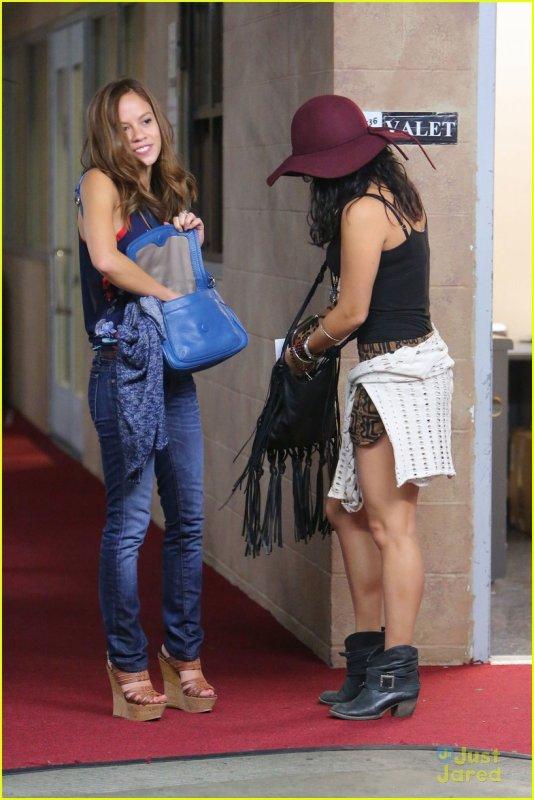 Vanessa et son amie Kim Hidalgo sont sortient  dans Hollyood ,hier en début de soirée (le 30/07/2012)