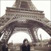 1)Vanessa à posté cette photo d'elle à Paris ,devant la Tour Eifel ,photo prise en fevrier dernier elle l'a posté via son boobook