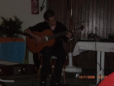 cours de guitare au domicile de l'élève dans un rayon de 20 km autour de Rouen ( solfège ou tabs)