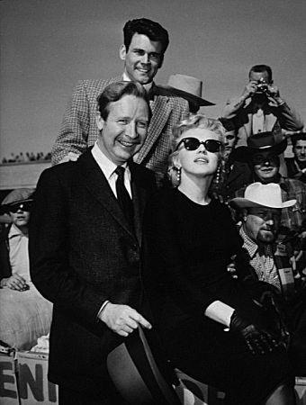 """Marilyn Monroe quitte LA et arriveen Arizona pour le film """"Bus Stop"""" en 1956"""