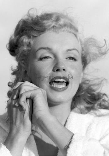 Marilyn par André de Dienes sur Tobey Beach en 1949 - Elle est moderne sur ces clichés!!