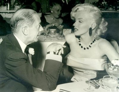Marilyn au Cinerama Cocoanut Party à l'Ambassador Hotel en janvier 1953