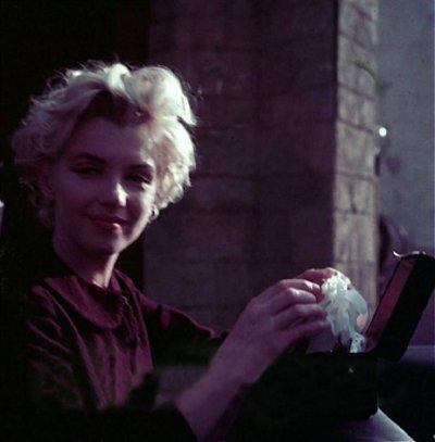 """Milton Greene photographe-""""MakeUp session"""" dans les studios extérieurs de la 20th Century Fox en avril 1956"""