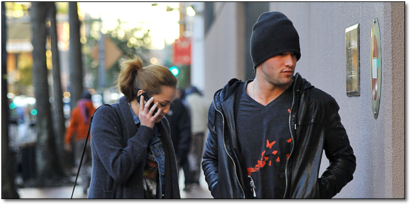 ◊ Candids.    17.01.2011:  Retrouve des photos de Miley sur le tournage de « So Undercover  » Puis rejoignant sont hôtel !