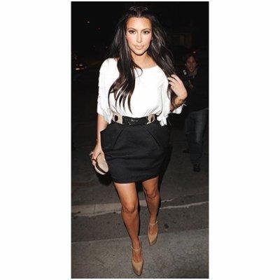 Kim kardashian se rendant à un restaurent à Beverly Hills. coup de <3  pour la tenue !