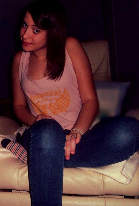 - Justine , 15 ans , Francaise ,  Amoureuse  , ♥ .