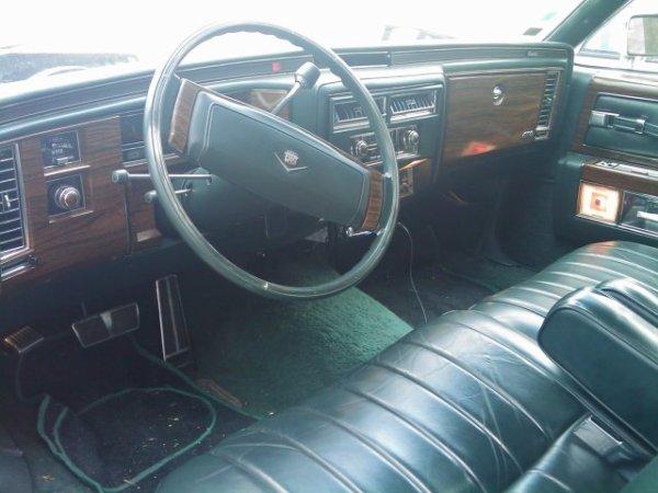cadillac  coupe deville 1978   , moteur 454ci,  50chevaux!!