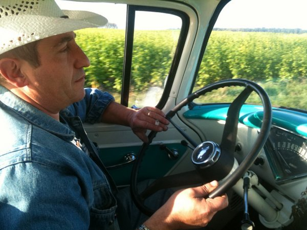 apache fleetside 58 mon reve americain!!!   avant et apache sorti de restauration