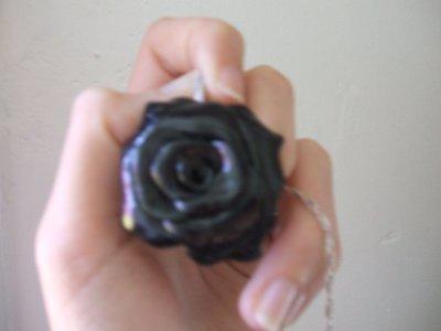 Pendentif rose noire