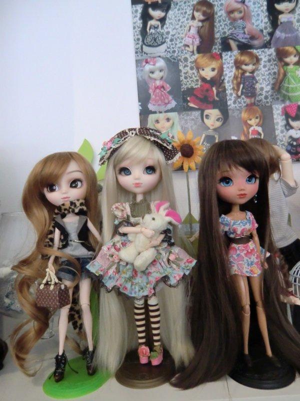 voilà trois magnifique pullip exposé a jolie doll pour se qui souhaiterais les voire en vrais *O*