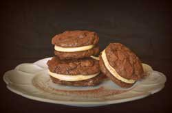 Mini Cookies façon macarons, fourrés crème au beurre de cacahuète