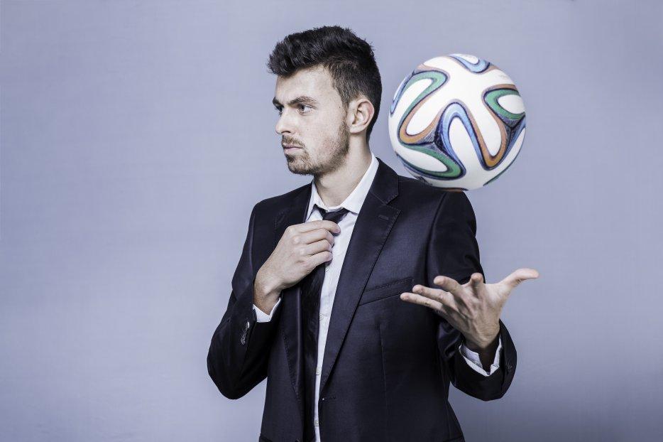 CORENTIN BARON FREESTYLER FOOTBALL PROFESSIONNEL INTERNATIONAL - CHAMPION TECHNIQUE FRANÇAIS ET TOP EUROPÉEN ! Suivez son actualité avec photos, vidéos et retrouvez son palmarès, références et contact