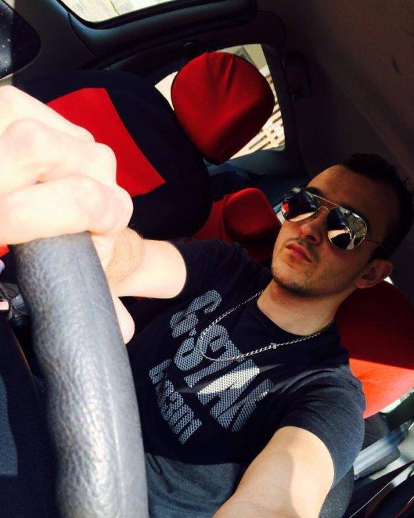 Moi dans ma voiture :p