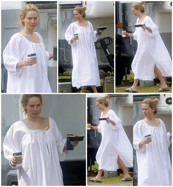 10 Juin 2021 - Jennifer était sur le tournage du film Red, White and Water