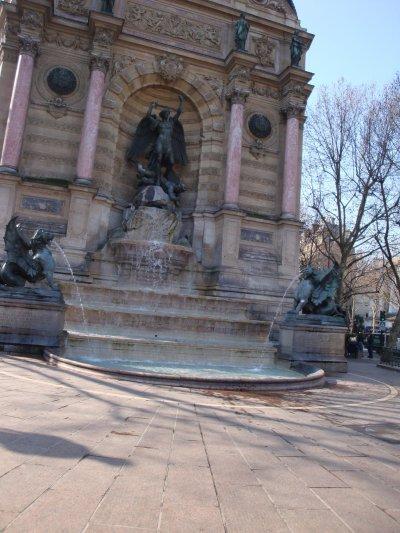 Fontaine de st Michel à Paris