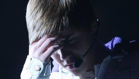 Justin Bieber : La vérité sur le suicide d'Ashley Miller, sa fan...Une rumeur court depuis la publication des photos où on voit Justin Bieber et Selena Gomez s'embrasser. Il se dit qu'Ashley Miller, une fan du chanteur, aurait mi fin à ses jours suite à cette nouvelle. Je vous dit ce qu'il s'est vraiment passé...