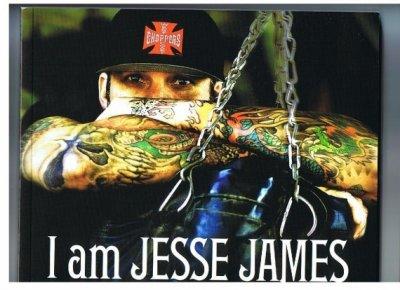 Jesse James.  Après la fermeture de sa boutique West coast choppers de long beach ( californie)il décide d'ouvrir un garage à austin,avec au programme ..préparation de Hot Rods . Bonne continuation l'ami.